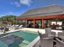 Villa Indah Manis, Poolside living room